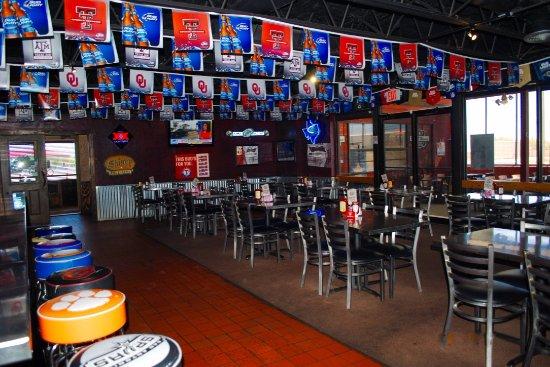 287 Roadhouse Restaurant & Sportsbar: Sports Bar