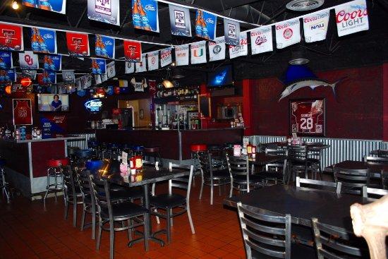 Dumas, TX: Sports Bar
