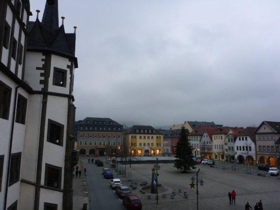 Saalfeld, Alemania: Außenansicht (rechts) und Marktplatz