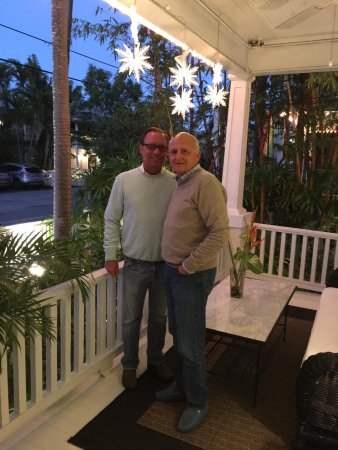 Alexander's Gay and Lesbian Guesthouse: This photo was taken New Year's Eve before our dinner reservations at Louie's Backyard.