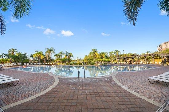 Orlando resort rentals at universal boulevard desde 463 for Apartahoteles familiares playa
