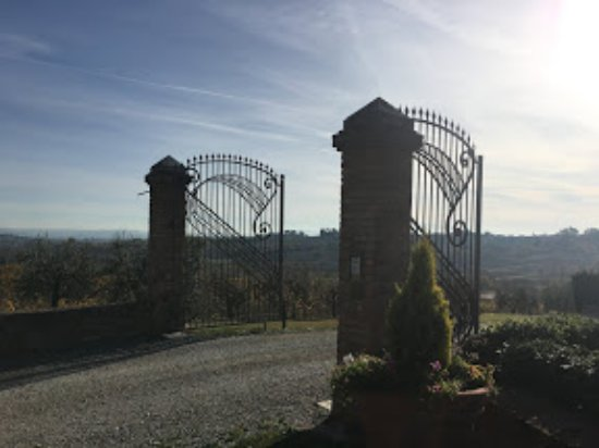 Acquaviva di Montepulciano, Italia: View of the Agriturismo Entry