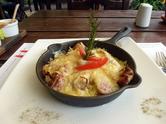 Swiss Bistro Banos: Rosti with sausage and onions