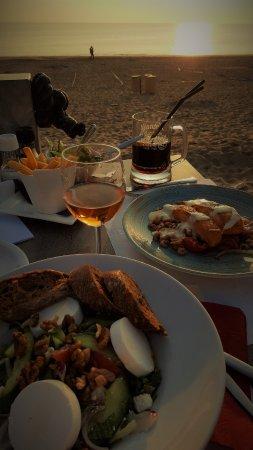 Rockanje, Países Bajos: Tolles Abendessen am Strand Ende September 2017.