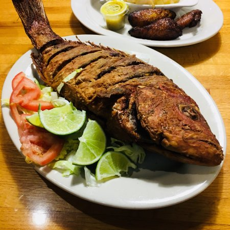 Marios Family Restaurant: Whole fried red snapper