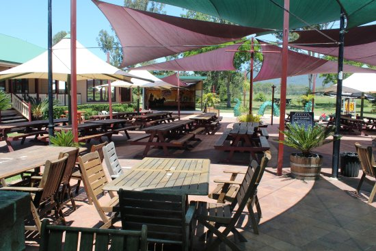 The Bearded Dragon Boutique Hotel: Beer garden and outside dining area