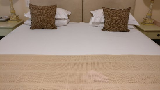 Bantry Bay, Sudáfrica: Stains on the bedding