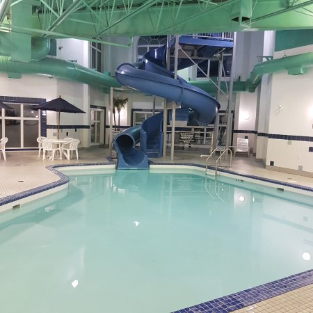 Weyburn, Canada: Nice pool and Slide