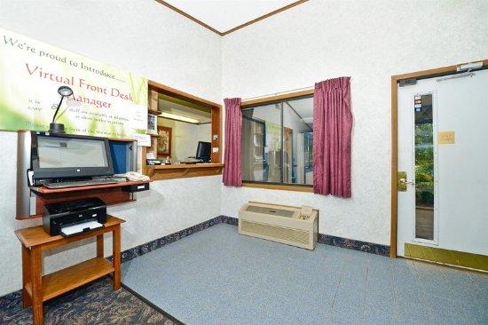 M Star Hotel Covington: Lobby