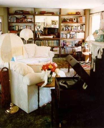 Stahlecker House: Lobby