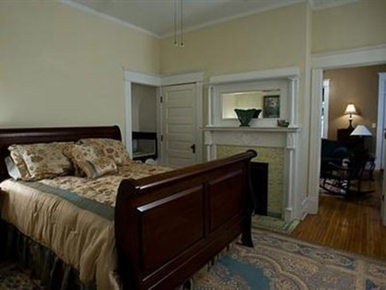 The Historic Morris Harvey House Bed and Breakfast : Guest room