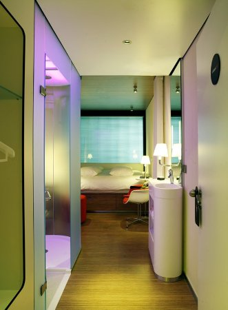 citizenM Glasgow: Guest room