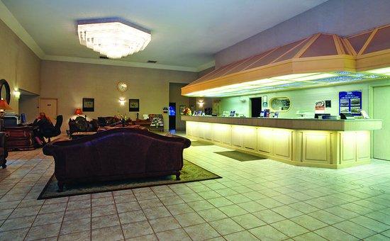 Shilo Inn Suites - Coeur d'Alene: Lobby