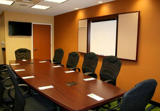 Fairfield Inn & Suites New Bedford: Meeting room