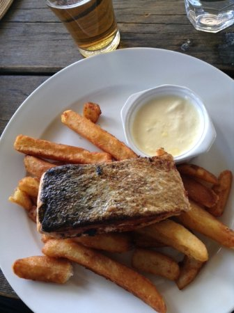 O'Connell, Australia: salmon and fries
