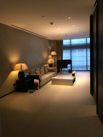Armani Hotel Dubai : living room