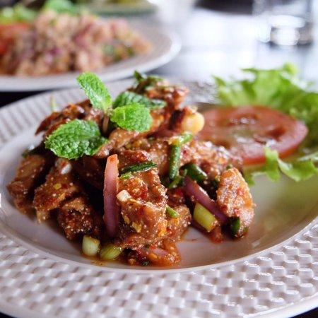 เมืองพิจิตร, ไทย: ร้านอาหาร ขนมจีน อาหารอีสาน เมนูปลาทับทิมกับข้าว บรรยากาศดี สไตล์ไทย อาหารราคาไม่แพง มีที่จอดรถ