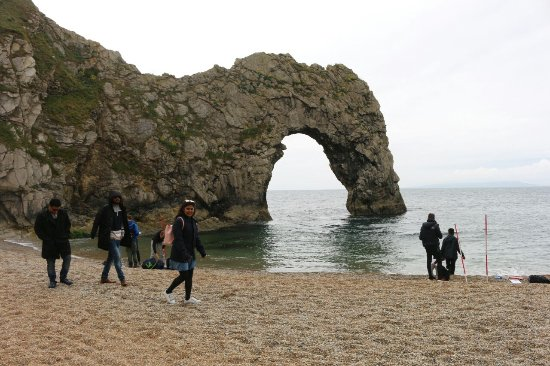 Lulworth Cove and Durdle Door : walk on the pebble beach