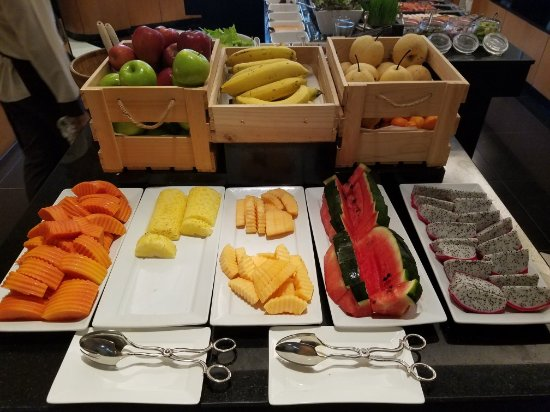 Mayfair, Bangkok - Marriott Executive Apartments: Early morning swim, then fruit with breakfast.