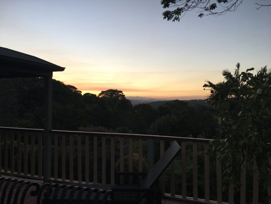 Avocado Grove B&B: Beautiful sunset