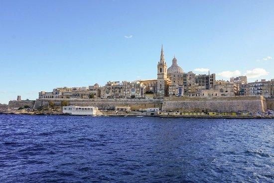 Valletta Waterfront: Widok z promu płynącego z portu Sliema do Valetty