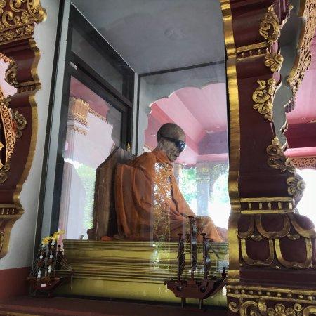 Wat Khunaram (Mummified Monk) : photo1.jpg