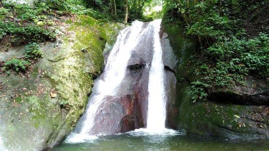 Poring, Malasia: 步道入口的Kipungit Waterfall