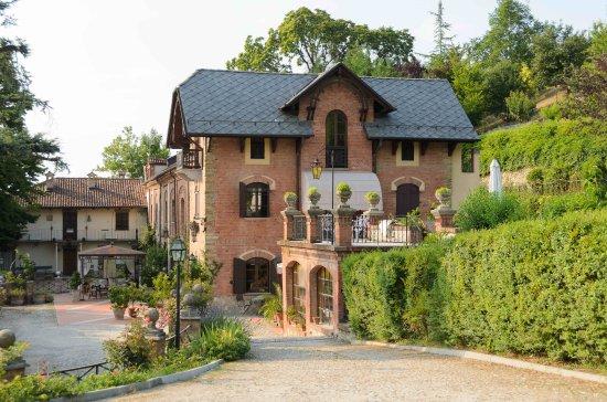 Villa la favorita prices b b reviews alba italy for Villa la favorita mantova matrimonio