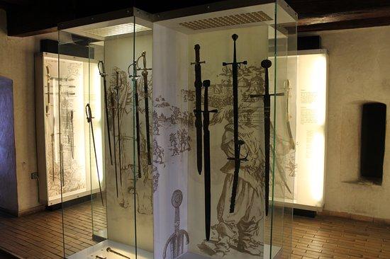 St. Michael's Tower & Street: Museo delle armi