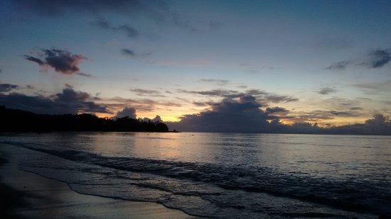 Pulau Bangka, Indonesia: Sandy beach at the east of the resort.