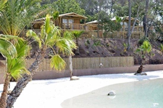 Le Krusoé chic & son lagon-plage unique - Picture of Camping La ...