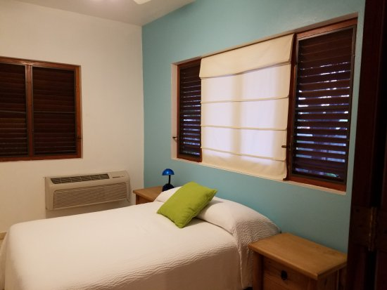 Hostal Casa Culebra: Villa 5 - Clean & comfortable bedroom with AC