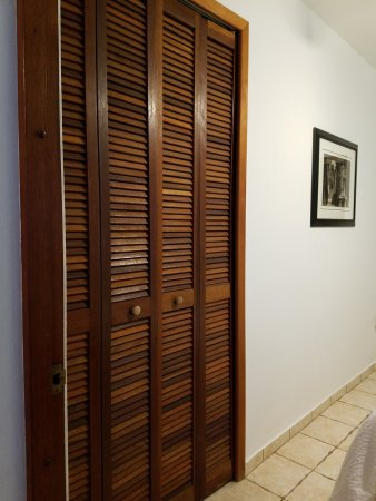 Hostal Casa Culebra: All bedrooms in our villas have closet space