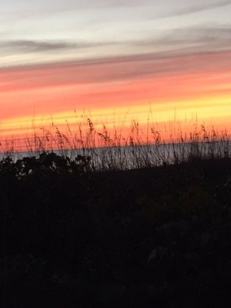 West Wind Inn: Sunset over the Gulf