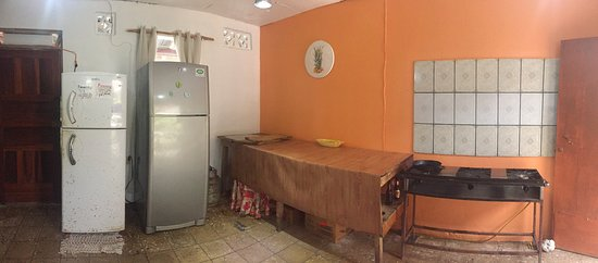 Cabinas Palmer Cahuita: Fully equipped communal kitchen.