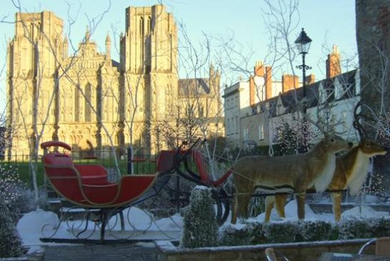 Croscombe, UK: Wells Cathedral at Christmas