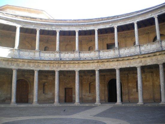 Alhambra foto di l 39 alhambra granada tripadvisor for Cortile circolare