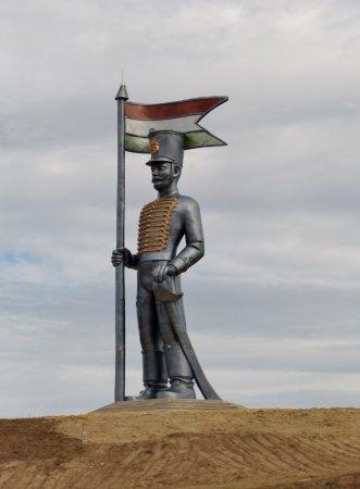 Miskahuszar Statue