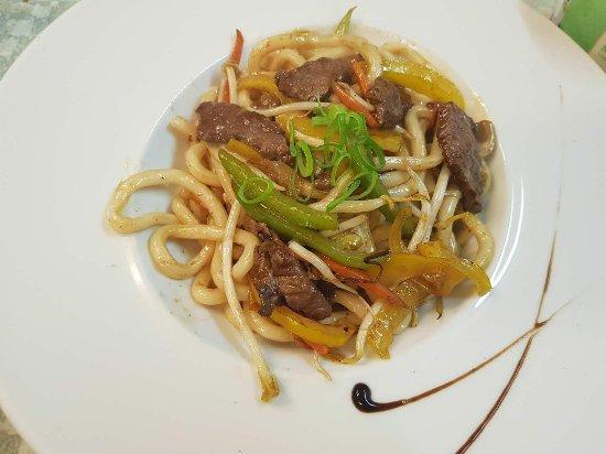 Villeurbanne, France: Nouilles udon sautés aux boeuf et légumes