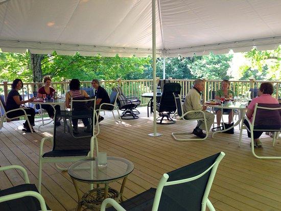 Warren, Βερμόντ: Breakfast on the Garden Terrace in summer months