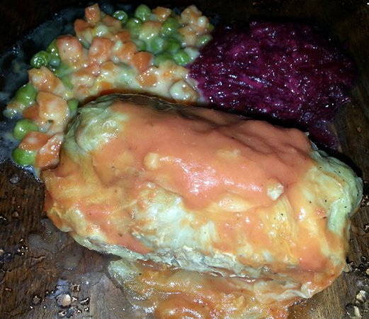 Harwood Heights, إلينوي: dinner from Rich's - stuffed cabbage, red beets and peas & carrots casserole