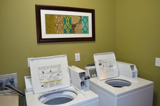 Dupont, WA: Convenient on-site guest laundry.