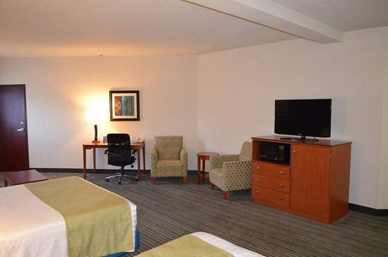 Dupont, WA: Spacious double queen family suites gives you extra space when traveling.