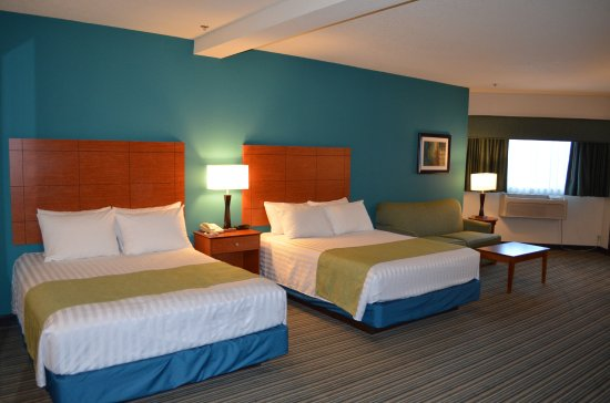 Dupont, WA: Perfect for families or guests wanting a large rooms - try our spacious double queen family suit