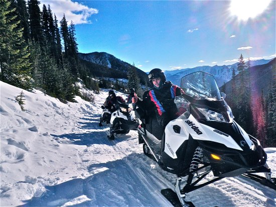 Golden, Kanada: Book your epic snowmobiel tour today!