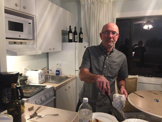 The Reef Ocean Resort: kitchen