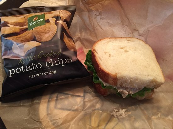 Laurel, MD: Tuna sandwich with chips