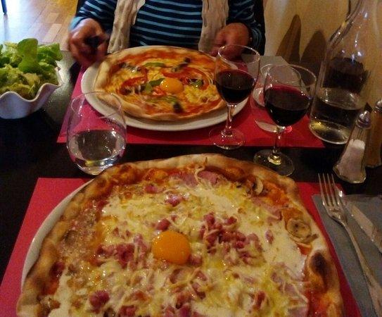 Pleurtuit, Frankrike: Grande pizza et petite pizza salade