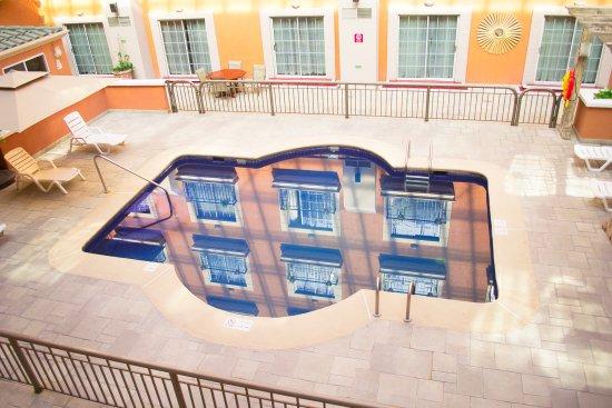 iStay Hotel Ciudad Juarez: Piscina privada exterior