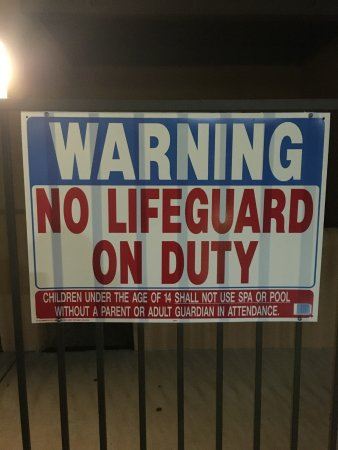 Stay Tucson Inn and Suites: Sign posted by pool